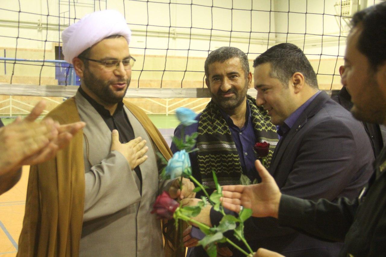  🏐🏐 تیم مربیان باشگاه شهرداری ، قهرمان مسابقات والیبال گرامیداشت هفته دفاع مقدس در لنگرود.