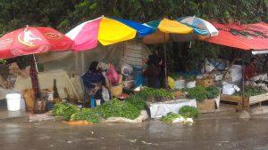 بازار محلی لاهیجان روزهای بارانی