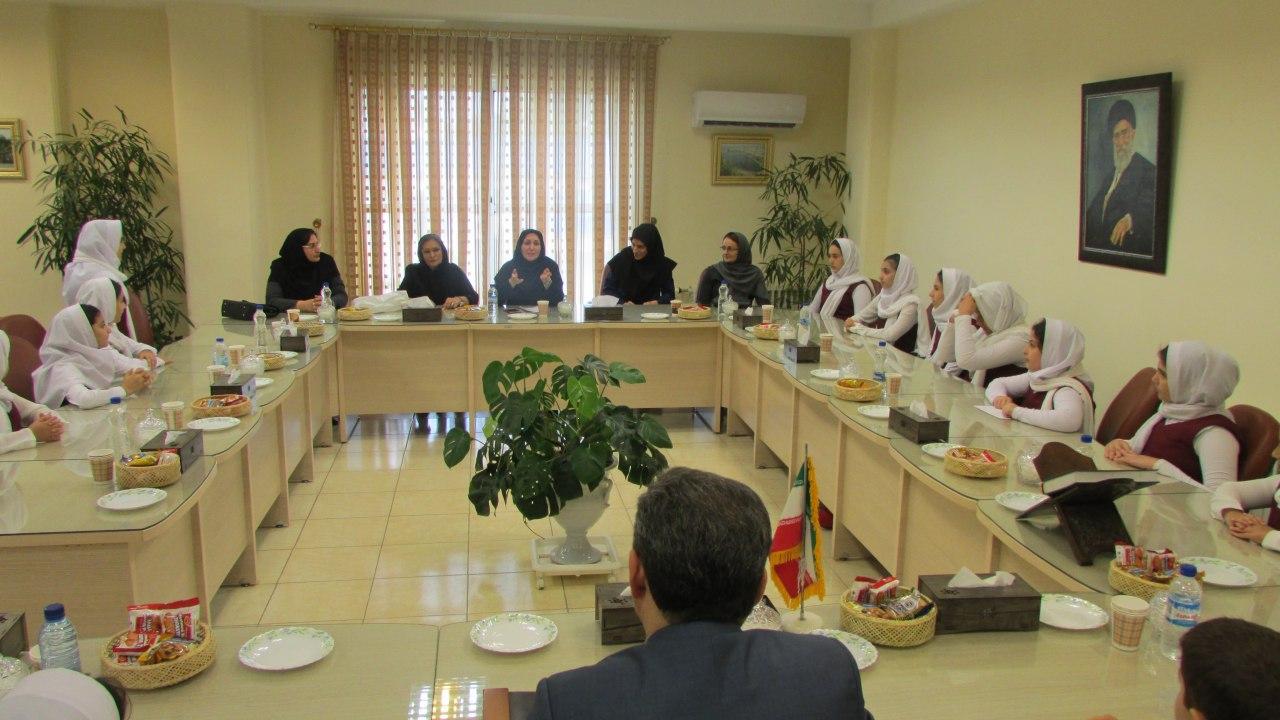 دیدار گروه شاهنامه خوانی با فرماندار شهرستان لاهیجان به مناسبت روز جهانی کودک