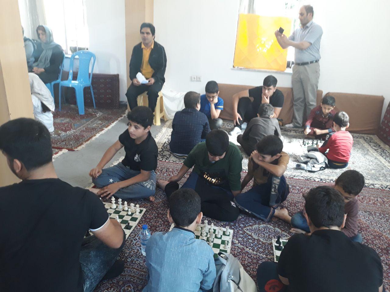 برگزاری مسابقات شطرنج بمناسبت هفته تربیت بدنی در روستای کنف گوراب در دو رده سنی نوجوانان پسر و دختر بصورت جداگانه