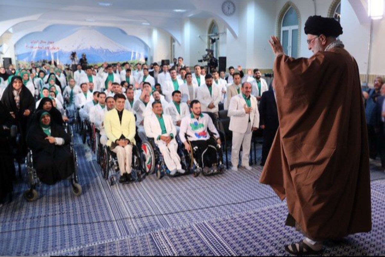 رهبر انقلاب خطاب به قهرمانان جانباز و معلول: ما و جوانان باید از شما یاد بگیریم