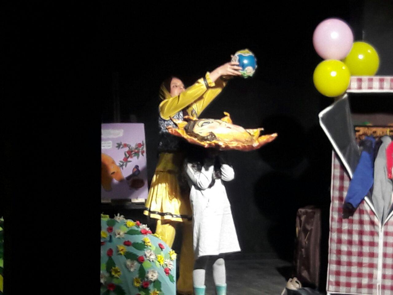 بیست و پنجمین جشنواره بین المللی تئاتر کودک و نوجوان- همدان و پیام تبریک روابط عمومی فرمانداری به نگار نادری