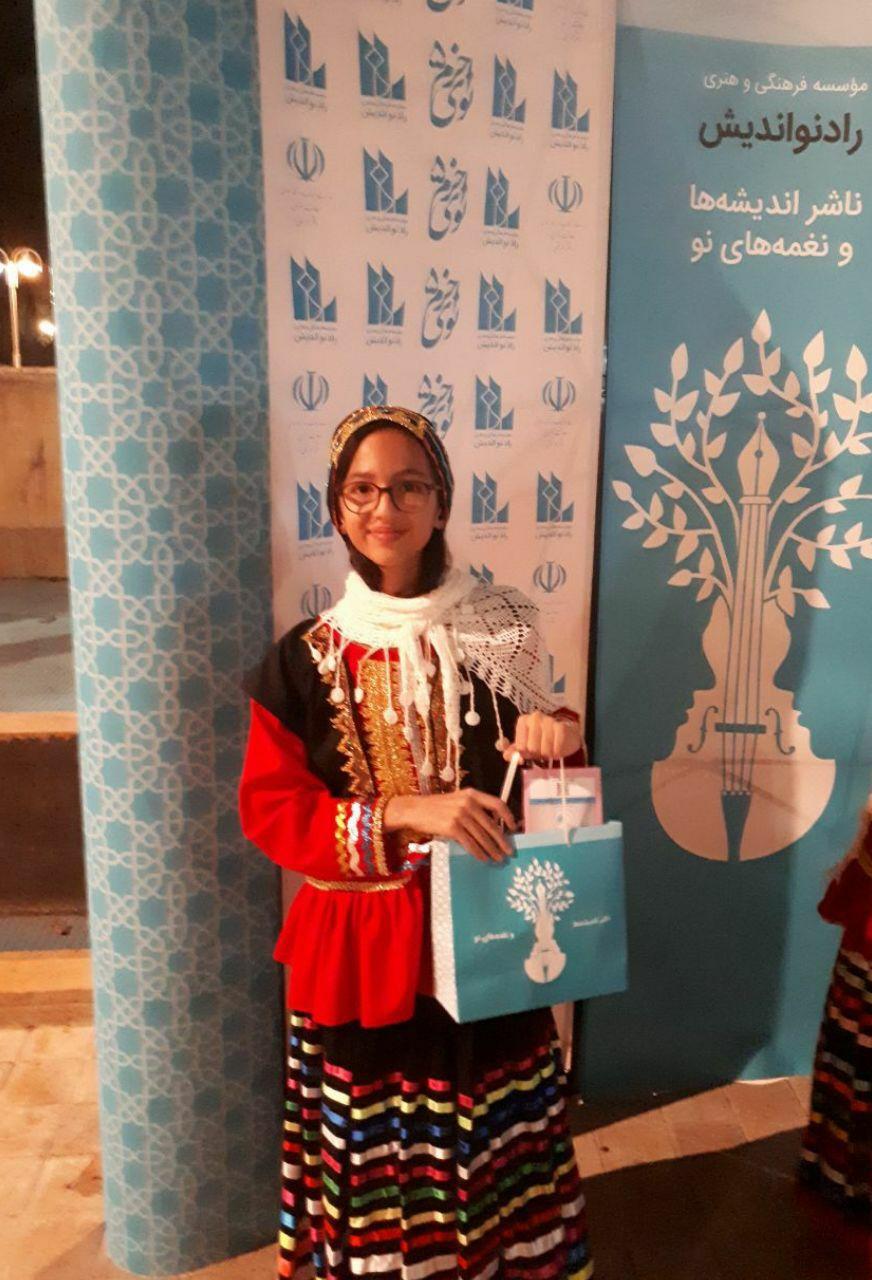 حضور هنرجویی از شهرستان لاهیجان بعنوان تکنواز پیانو گروه موسیقی فرزندان ایران در فستیوال بزرگ موسیقی نوای خرم ، فرهنگسرای نیاوران