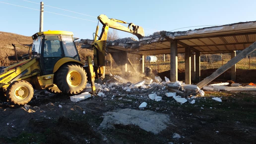تخریب ( قلع و قمع ) دو واحد مسکونی در بخش دیلمان در راستای جلوگیری از تغییر کاربری اراضی زراعی و باغی