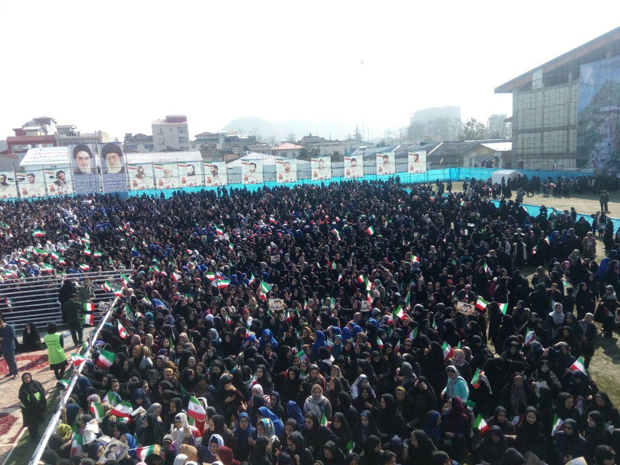 رئیس جمهور در جمع مردم لاهیجان: رهبری تاکید کردند، رئیسجمهور فرمانده جنگ امروز است/ ۶۸ درصد راه آهن گیلان در این دولت به نتیجه رسید/ تالاب انزلی را با سرمایه گذاری لازم از وضعیت فعلی نجات خواهیم داد