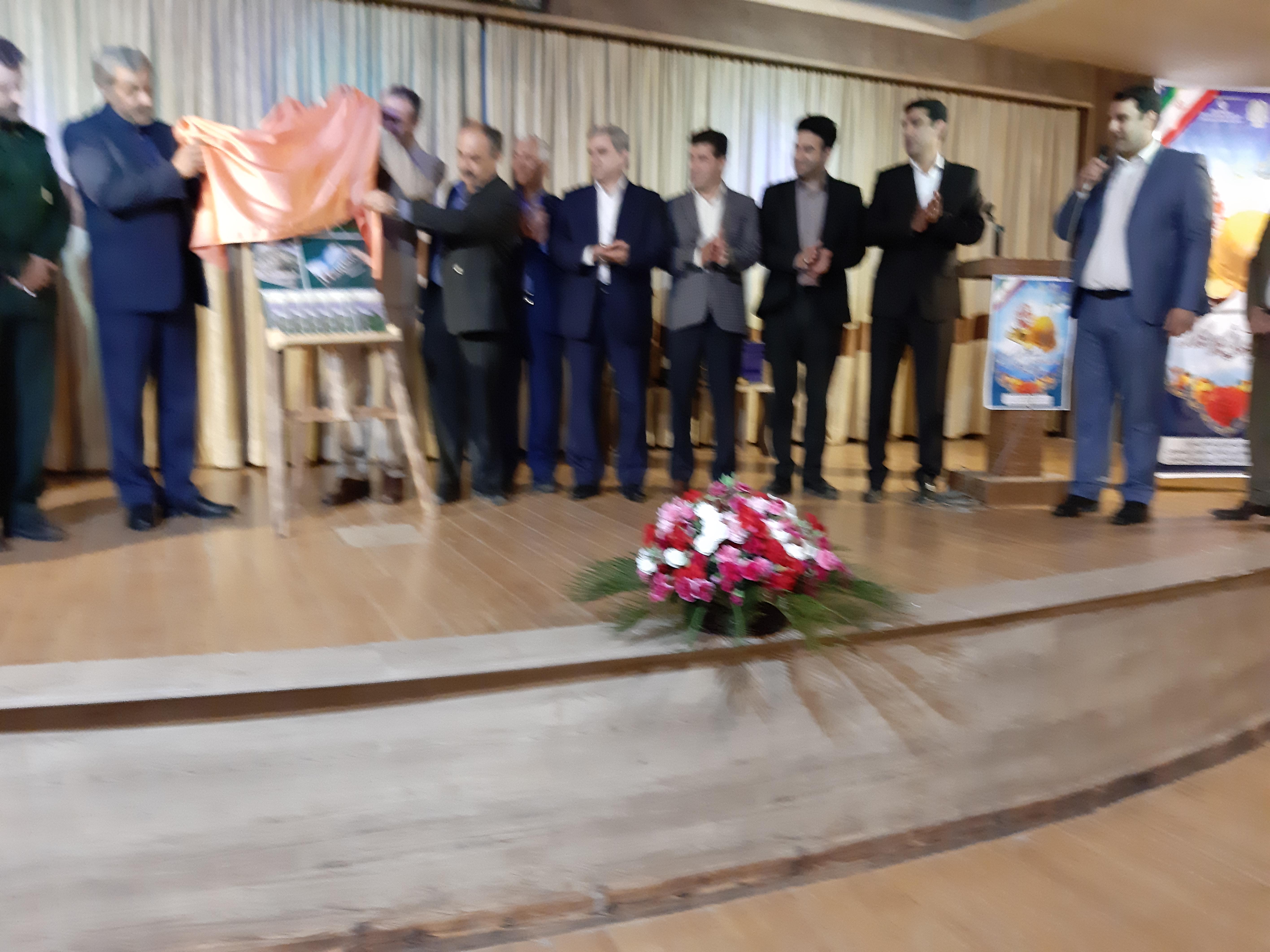 مراسم تجلیل از کارگران نمونه در سالن شهرداری لاهیجان برگزار شد