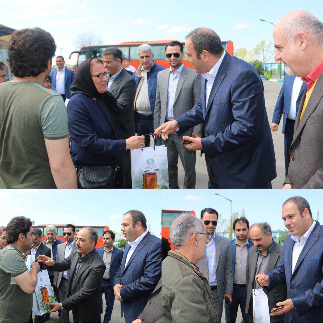 مسافران شهر لاهیجان در بازگشت از سفر توسط شهردار و رییس شورای اسلامی شهر بدرقه شدند