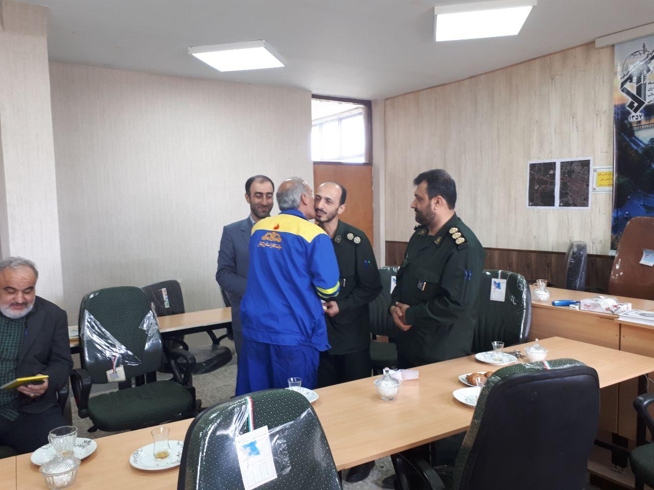 تقدیر از پنج جانباز شاغل در اداره گاز شهرستان توسط سپاه پاسداران  لاهیجان به مناسبت روز جانباز