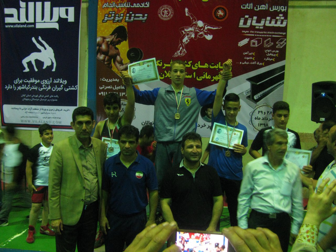 کسب مقام سوم تیمی هیات کشتی لاهیجان در رده خردسالان مسابقات قهرمانی استان به میزبانی کیاشهر