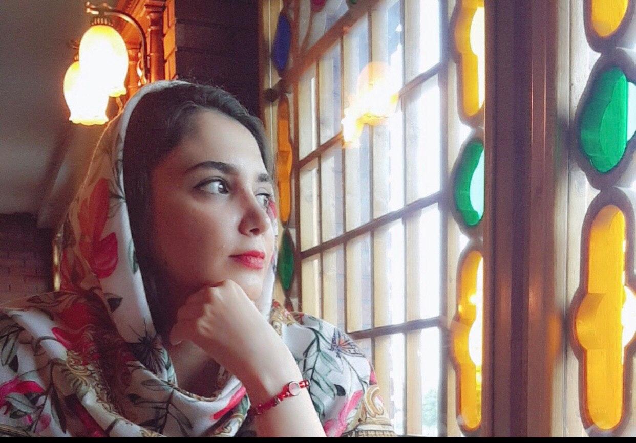 """شعر برتر این هفته از نگاه داورهای پایگاه خبری گیل فام شعر""""قاب"""" از منصوره عبدالحسینی"""