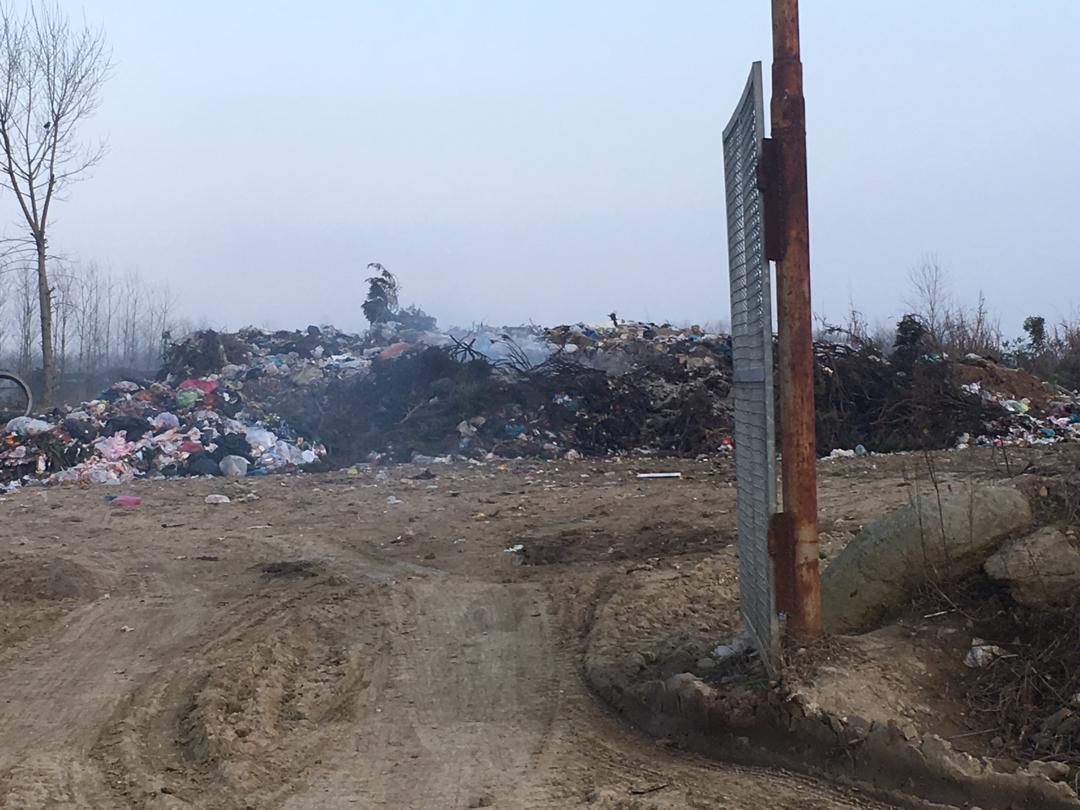 دپوی غیرقانونی و سوزاندن زباله در رودبنه و آثار منفی آن…
