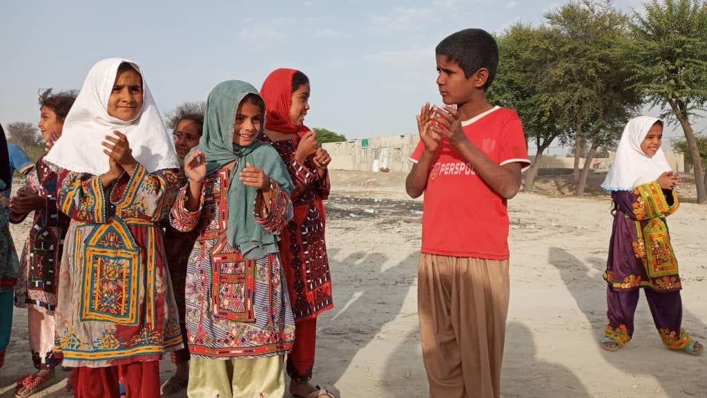 گزارش پویان بازدیدی طهرانی، نماینده اجرایی تعدادی از سازمانهای مردم نهادی که در کمک رسانی به مردم استان سیستان بلوچستان همکاری نمودند