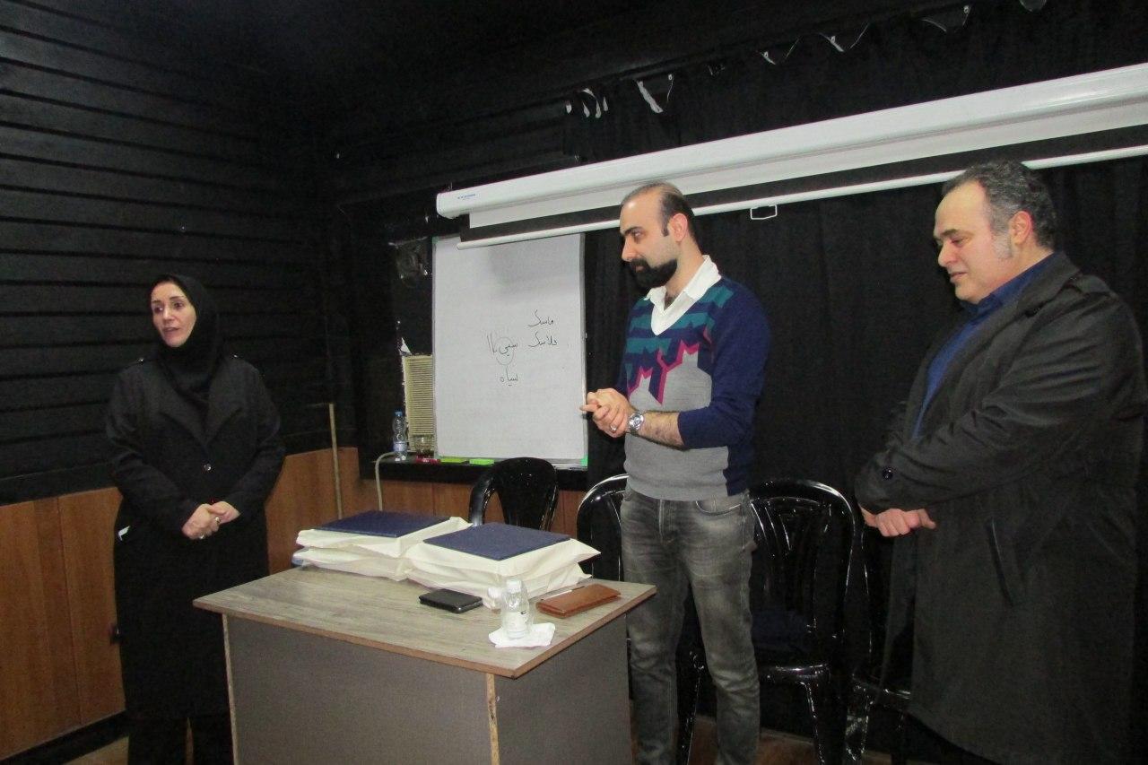توسط رئیس اداره فرهنگ و ارشاد اسلامی لاهیجان صورت گرفت.  تقدیراز برگزارکنندگان کارگاه تخصصی شعر کلاسیک لاهیجان