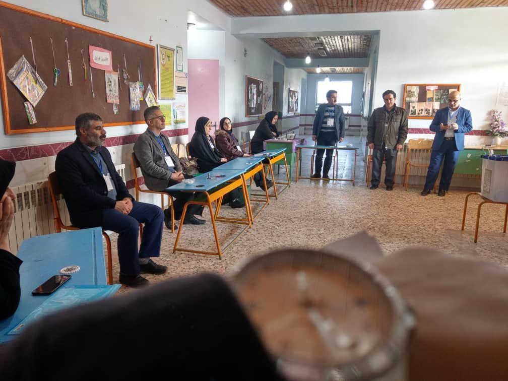 📸گزارش تصویری از شعب اخذ رای حوزه انتخابیه لاهیجان و سیاهکل    🕐در کم ترافیک ترین ساعات اخذ رای (۱۵الی۱۶)   #اختصاصی_گیلفام